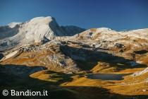 I laghi di Fosses, sullo sfondo la Croda del Becco  - www.bandion.it